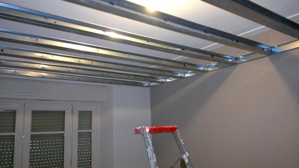 Pourquoi et comment isoler phoniquement son plafond for Isoler un garage plafond